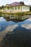 Vieille maison en bois russe XIX de siècle Photographie stock