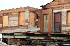 Vieille maison en bois sous la rénovation Photo stock
