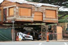 Vieille maison en bois sous la rénovation Photographie stock libre de droits