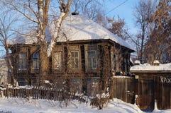Vieille maison en bois, un résident d'Izhevsk Photo stock