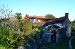 Vieille maison en nature Image stock