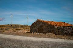 Vieille maison en pierre abandonnée photos stock