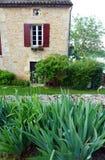 Vieille maison en pierre française, rurale au sud des Frances Image stock
