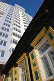 Vieille maison et nouvelle maison Photographie stock libre de droits