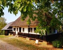 Vieille maison générique de village photo stock