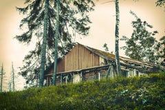 Vieille maison hantée de émiettage Images stock