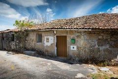 Vieille maison résidentielle dans le village galicien Images libres de droits