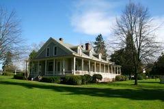 Vieille maison restaurée. photographie stock libre de droits