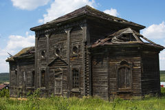 Vieille maison ruinée en bois Image stock