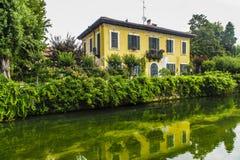 Vieille maison sur le Martesana (Milan) Photo stock