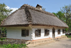 Vieille maison ukrainienne traditionnelle Photos stock