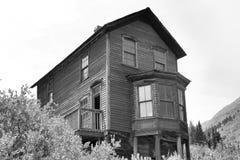 Vieille maison victorienne dans des fourchettes d'Animas image stock