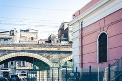 Vieille marina gauche en pierre de della d'Archi de pont à Catane, Sicile, Italie photo stock