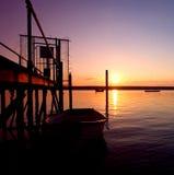Vieille mer ramante de Boaton pendant le coucher du soleil Photographie stock