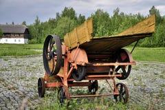 Vieille moissonneuse du bois Photos stock