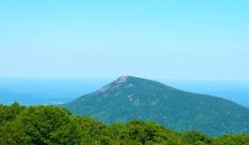 Vieille montagne de chiffon outre de la commande d'horizon Images stock