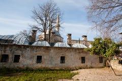 Vieille mosquée avec des trous des tirs de balles restant de la guerre Photographie stock libre de droits