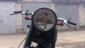 Vieille moto Tiré hors focale banque de vidéos