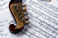 Vieille musique d'instrument de musique et de feuille de détail image libre de droits