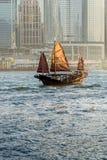 Vieille ordure sur le port de Hong Kong Photo stock