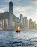 Vieille ordure sur le port de Hong Kong Photos stock