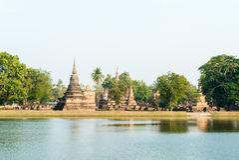 Vieille pagoda avec le lac dans le temple Photo libre de droits