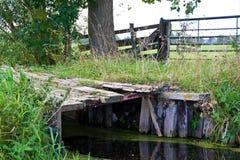 Vieille passerelle en bois Photographie stock libre de droits