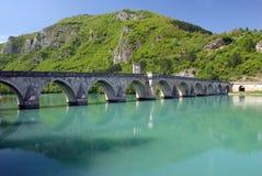 Vieille passerelle en pierre à Visegrad Images libres de droits