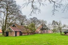 Vieille petite église dans Twekkelo, Pays-Bas photos stock