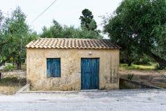 Vieille petite maison dans la campagne images libres de droits