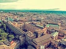 Vieille photo avec la vue aérienne de la coupole de Vatican Basi papal Photos libres de droits
