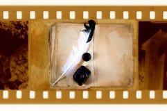 Vieille photo de trame de 35mm avec le livre de cru Photographie stock libre de droits