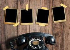 Vieille photo et vieux téléphone Photos stock