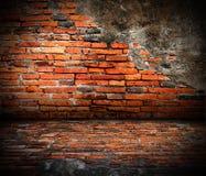 Vieille pièce avec le mur de briques Photo stock