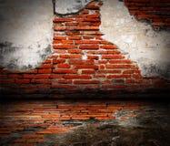 Vieille pièce avec le mur de briques Images libres de droits