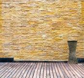 Vieille pièce avec le mur de briques Photos stock