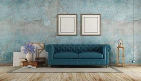 Vieille pièce avec le sofa calssic bleu photo libre de droits