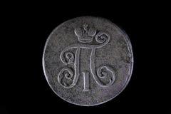 Vieille pièce de monnaie russe 1 Denga 1798 sur le fond d'isolement noir photos stock