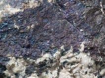 Vieille pierre repérée avec les filets bleus Image libre de droits