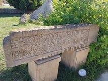 Vieille pierre tombale pierre grave, endroits touristiques photographie stock
