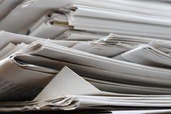 Vieille pile de journaux Photo libre de droits