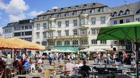Vieille place de Bonn Allemagne avec la poupe célèbre d'hôtel photographie stock libre de droits