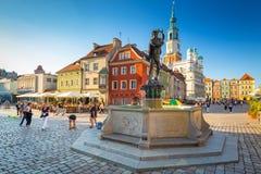 Vieille place du marché avec la fontaine d'Apollo dans la vieille ville de Poznan, Pologne photos libres de droits
