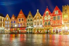 Vieille place du marché de Noël à Bruges image libre de droits