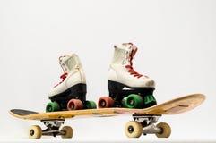 Vieille planche à roulettes en bois utilisée photo stock