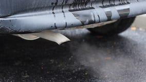 Vieille pollution de voiture banque de vidéos
