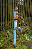 Vieille pompe à eau de campagne photos libres de droits