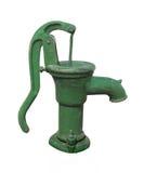 Vieille pompe à eau verte de main d'isolement. images stock