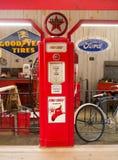 Vieille pompe à essence photo libre de droits