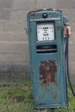 Vieille pompe à gaz images stock